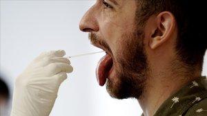 Realización de pruebas PCR aleatorias en la población en Madrid.