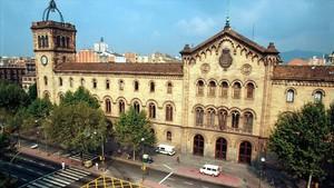 Fachada del edificio histórico de la Universitat de Barcelona.