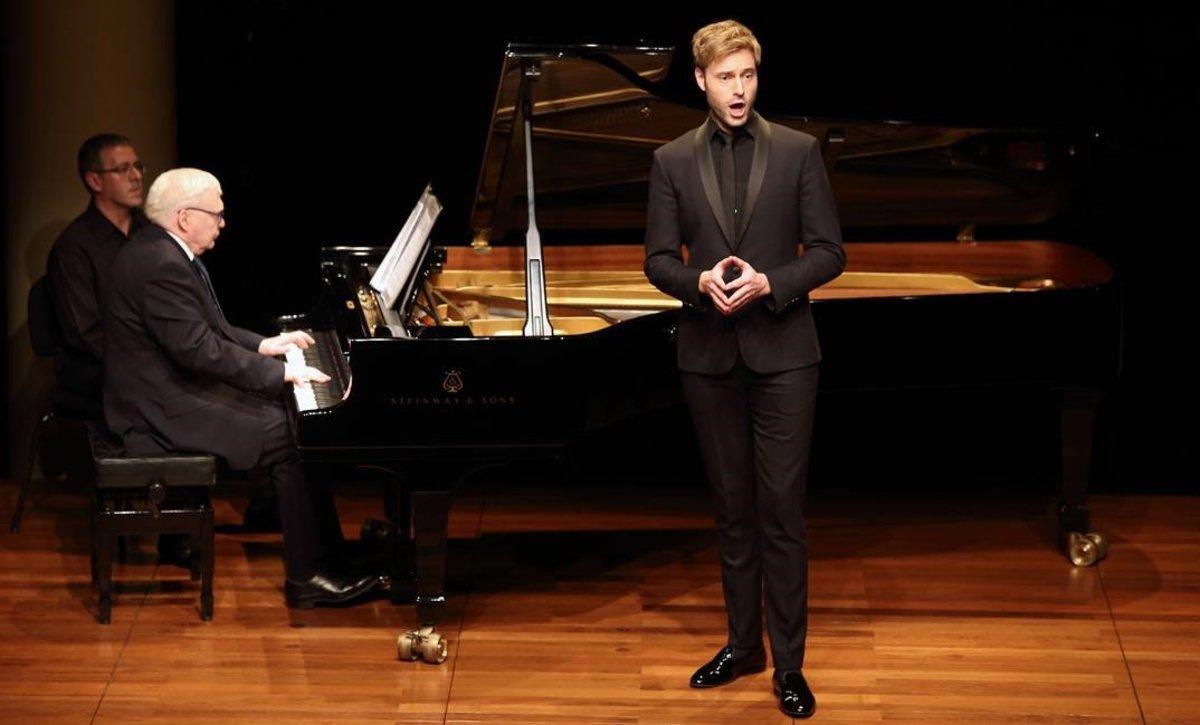 El barítono Benjamin Appl acompañado al piano por Graham Johnson, durante el recital del festival LIFE Victoria en el Foyer del Liceu,el 21 de noviembre.