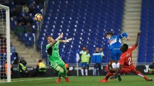 Gerard Moreno marca el gol del triunfo del Espanyol ante el Getafe en el partido con menos asistencia de la temporada en Cornellà en la Liga.