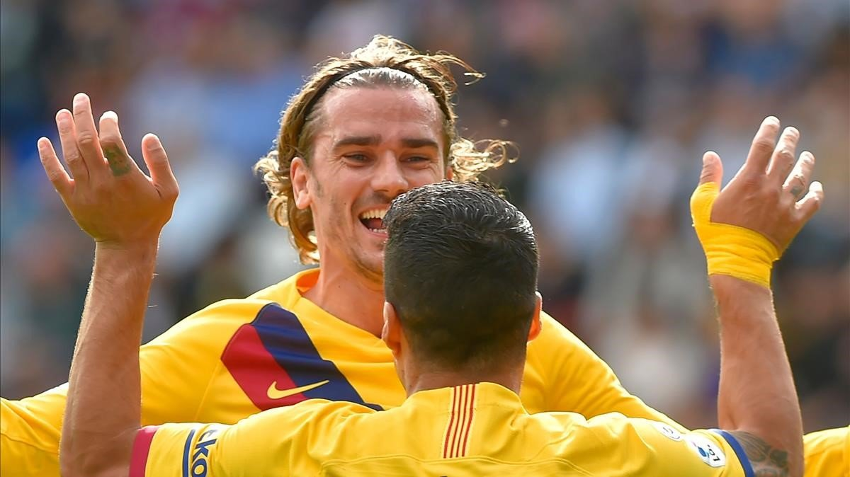 Griezmann celebra su gol en Eibar junto a Suárez.