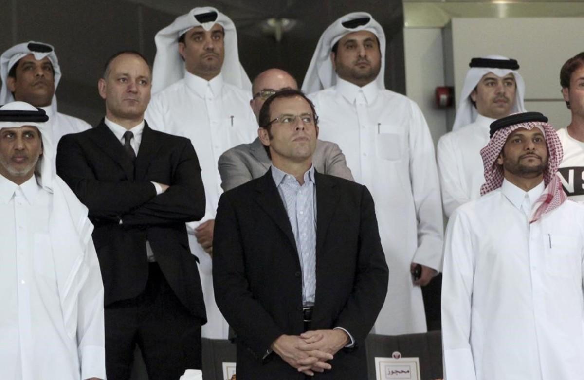 Sandro Rosell, en una imagen de archivo, con miembros de la federación catarí de fútbol