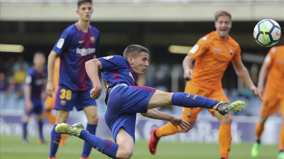 Sergi Palencia intenta un remate a puerta ante el Reus.