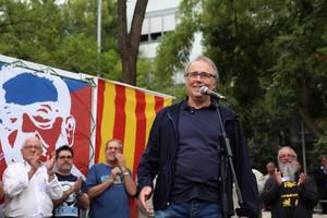 Joan Manuel Serrat, en un acto de homenaje al presidente chileno Salvador Allende en Barcelona, el pasado 11 de septiembre. El cantante recibió insultos en las redes por no ser partidario de la independencia.