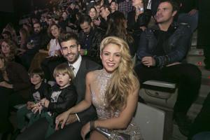 Shakira i Piqué brillen amb els seus fills als premis 40 Principales