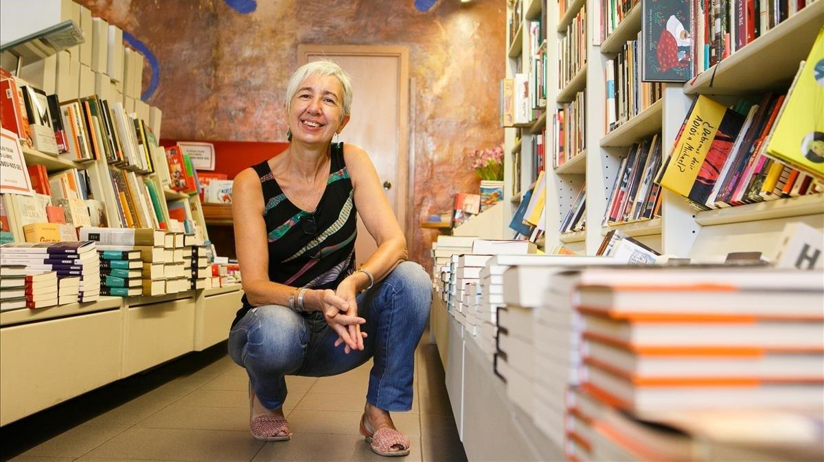 Sílvia Muntané, en la librería Saltamartí de Badalona.