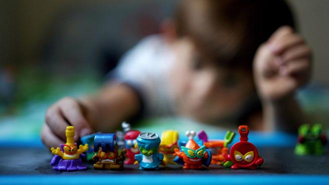 Superzings: ninots de plàstic convertits en fenomen addictiu