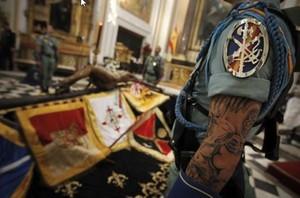 Tatuaje en el brazo izquierdo de un legionario.