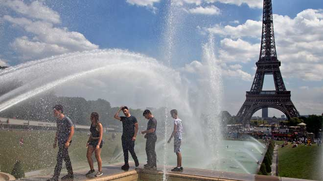 La Torre Eiffel, cerrada por la huelga de sus trabajadores.