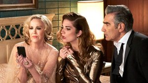 ¿Vosaltres tampoc coneixeu 'Schitt's Creek', la sèrie de comèdia que ha arrasat en els Emmy? Això us esteu perdent