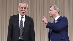 Van der Bellen y Hofer, antes de un debate televisado.