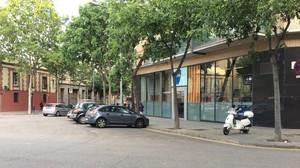 Vehículos aparcados delante de la sede de Unió en Barcelona.
