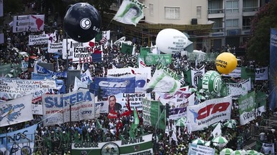 Multitudinaria protesta en Argentina contra los ajustes de Macri
