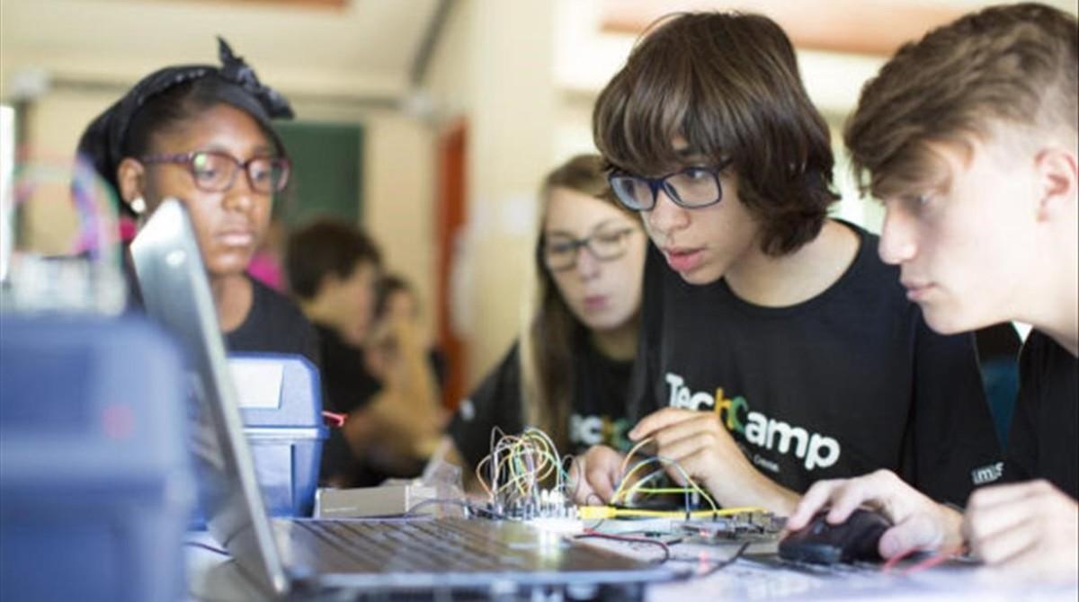 Clase en el TechCamp del programa mSchools del 2016.