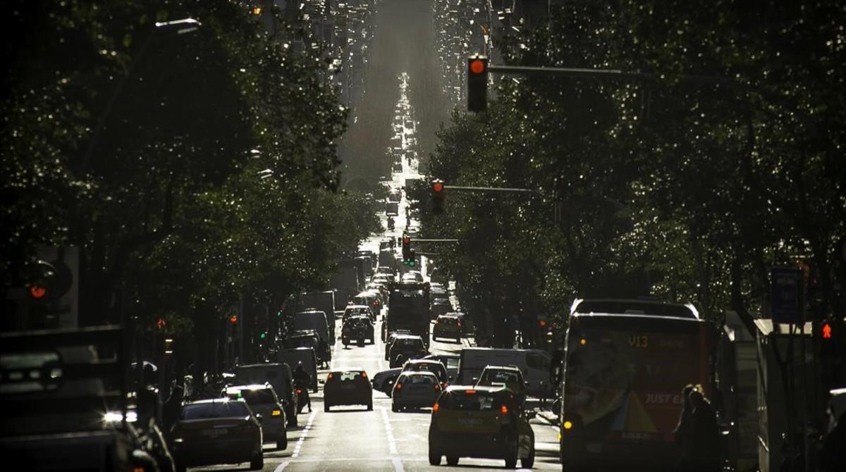 Tráfico rodado en la Diagonal de Barcelona.