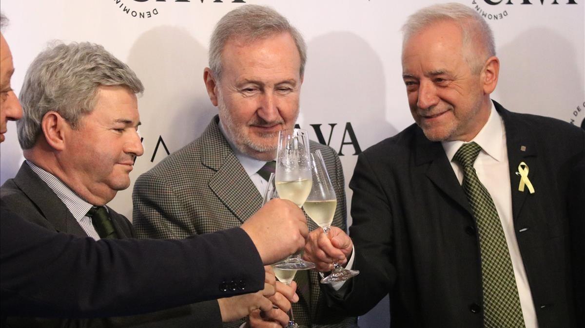 El director general de IndustriaAlimentaria, Fernando Burgaz (el primero por la izquierda), en un acto de la empresa.