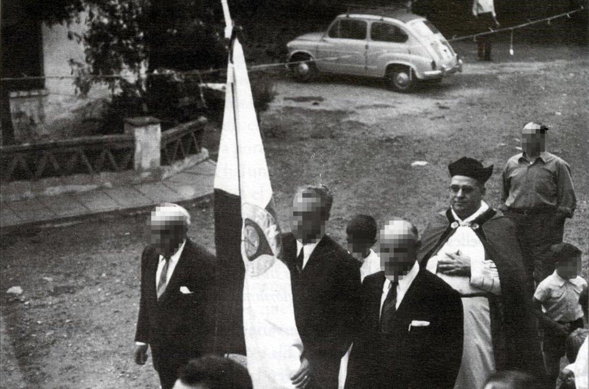 Joaquim M. Gallinat en una procesión en la década de los 70 en L' Argentera.