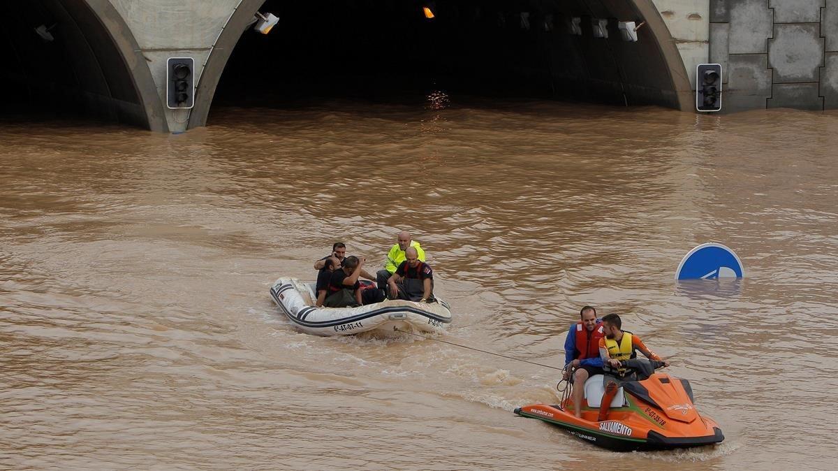 El tunel de la AP-7 a la altura de Pilar de la Honorada (Alicante)donde han quedado varios vehiculos atrapados con sus conductores