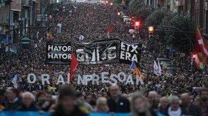 Milers de persones demanen a Bilbao canvis en la política sobre els presos d'ETA
