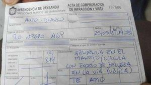 """Un policia multa una dona per """"excés de bellesa"""""""