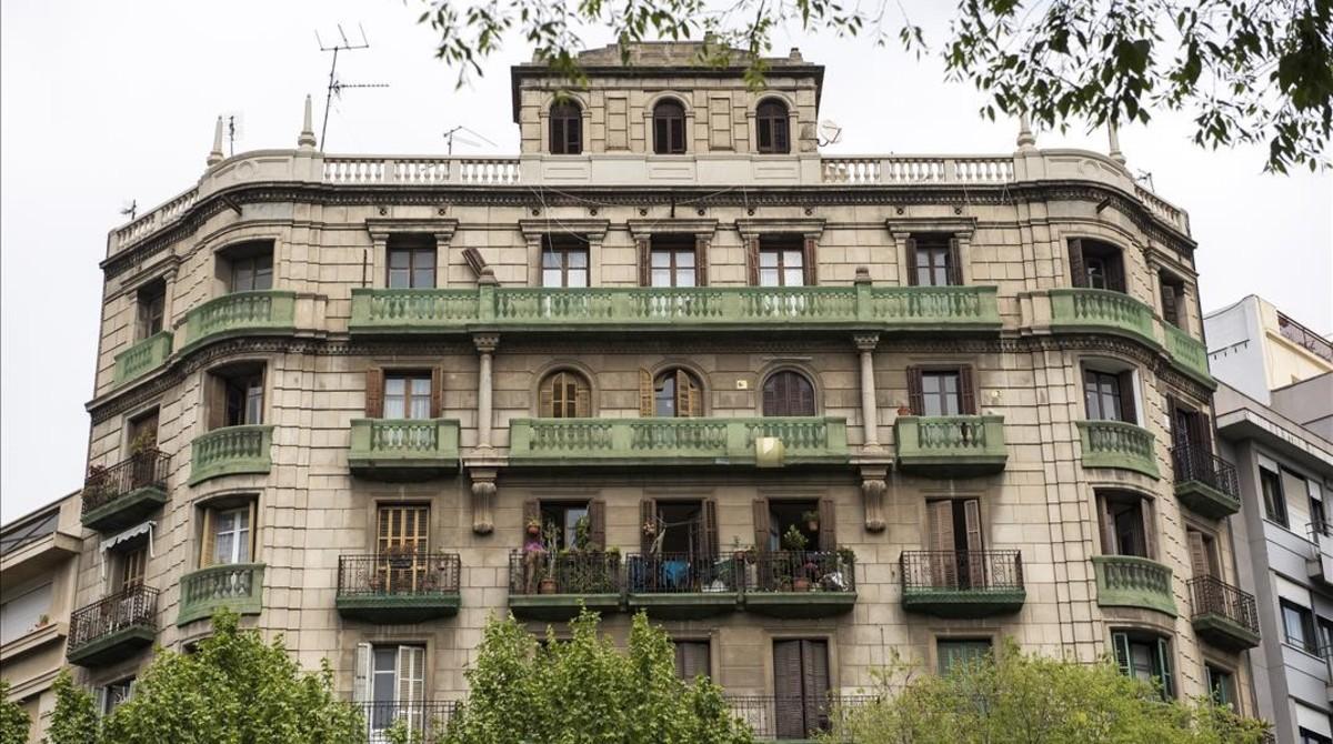El via crucis inmobiliario de sant antoni se ceba ahora en - Calle borrell barcelona ...