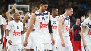 Los jugadores blancos se retiran cabizbajos en Estambul.