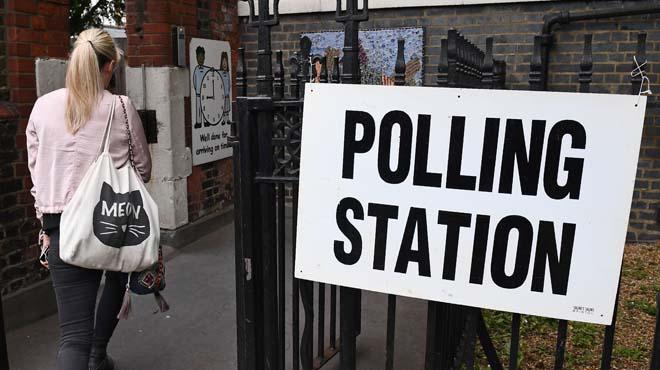 Obren els col·legis electorals al Regne Unit