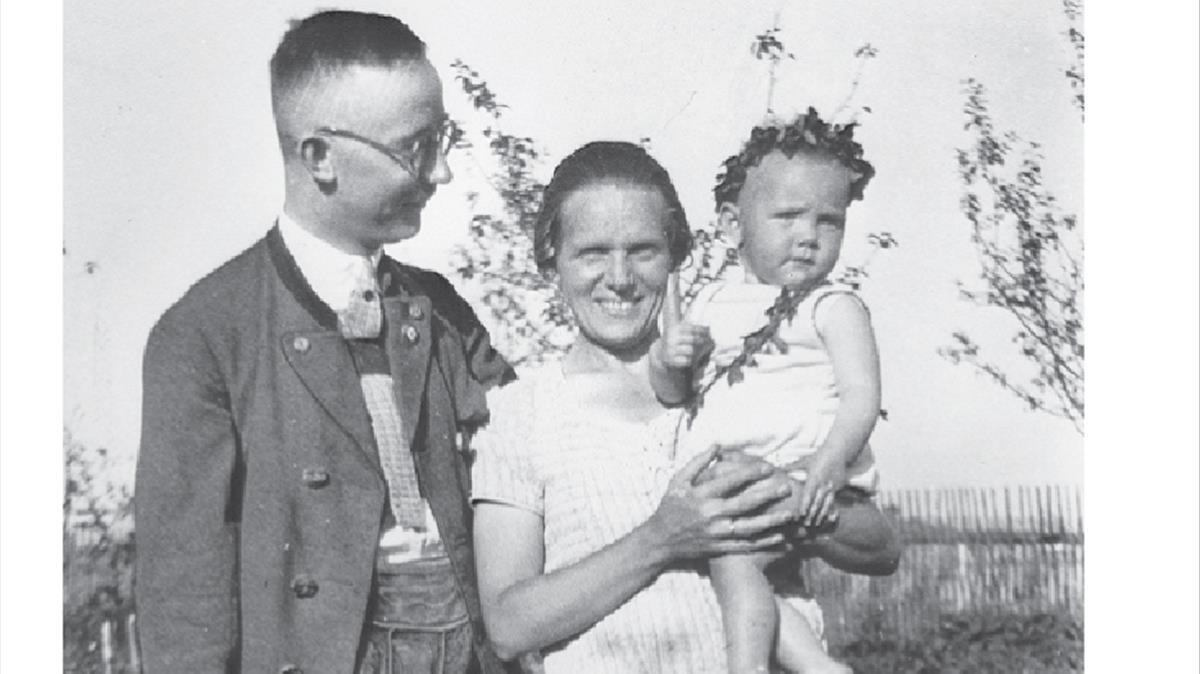 Heinrich Himmler, con su esposa Marga y su hija Gudrun, en 1930.