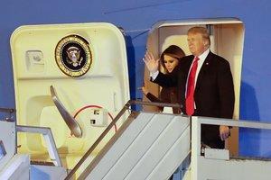 Donald Trumpy su mujer, Melania,llegan al Aeropuerto Internacional de Ezeiza en Buenos Airespara asistir a la cumbre de lideres del G-20.