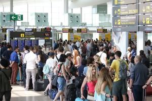 ¿Què puc fer si hi ha 'overbooking' al meu avió?