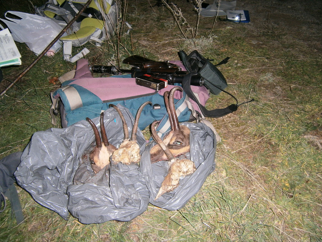 Material decomisado a un cazador furtivo.