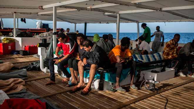 Els 60 rescatats de l'Open Arms no aniran al CIE quan rebin l'estatut de refugiats