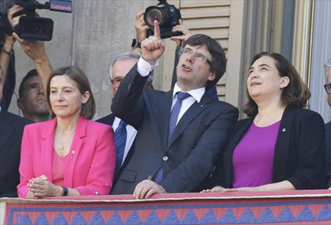 Carme Forcadell, Colau y Puigdemont.