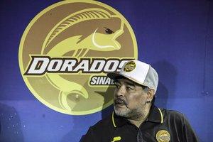 Tras terminar la última temporada del fútbol mexicano, Maradona regresó a Buenos Aires y se internó durante cuatro días para una 'cura de sueño'.