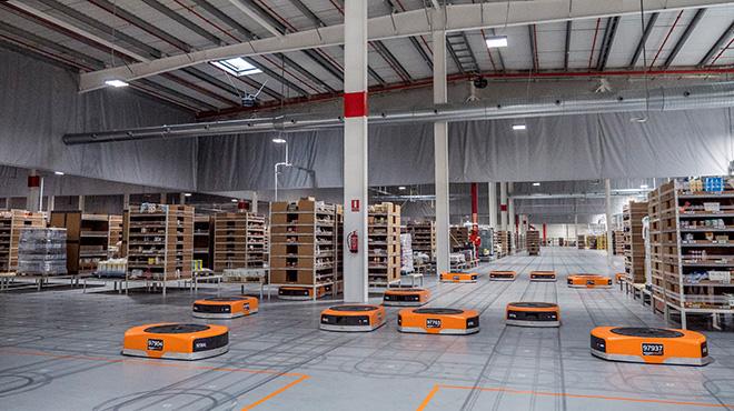 Amazon Pantry en Castellbisbal, utiliza la tecnología de Amazon Robotics en almacén