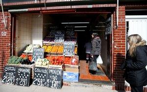 Negocios en Argentina suben sus precios ante el asombro de los consumidores.