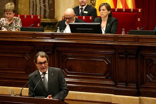 Artur Mas, este jueves, en el pleno de investidura. Tras él, los miembros de la Mesa.