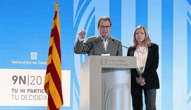 Artur Mas y Joana Ortega, anoche, en una comparecencia ante los medios.