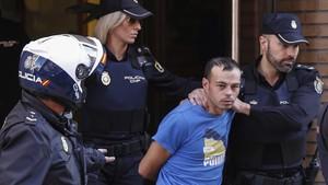 El asesino que degolló a su hija de dos años en Alzira.