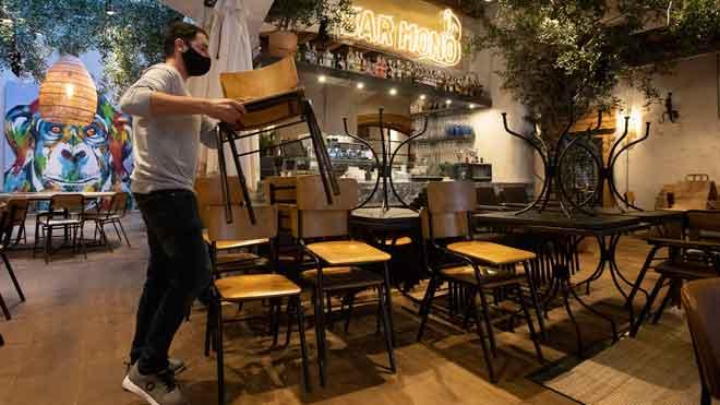 El próximo lunes 23 de noviembre podrán abrir en Catalunya bares y restaurantes, tanto en terrazas como en el interior, con aforo limitado.