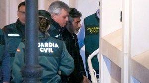 Bernardo Montoya en su ingreso en el juzgado.