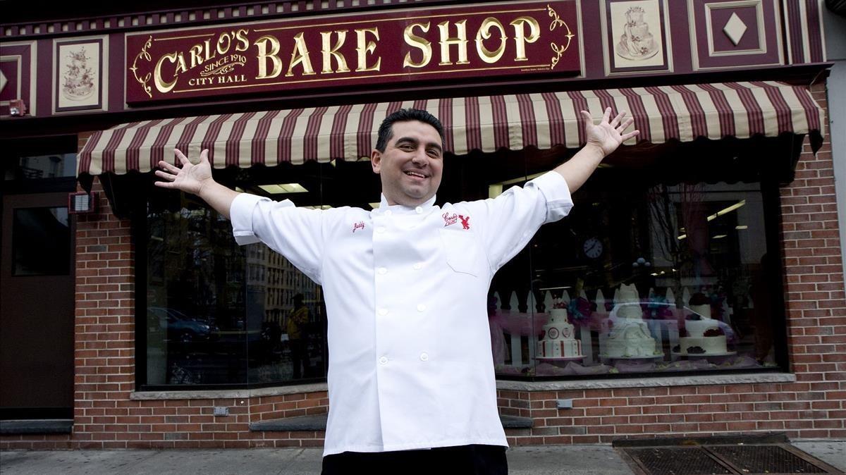Buddy Valastro, ante la pastelería familiar, Carlos City Hall Bake Shop, en Hoboken (New Jersey, EEUU).