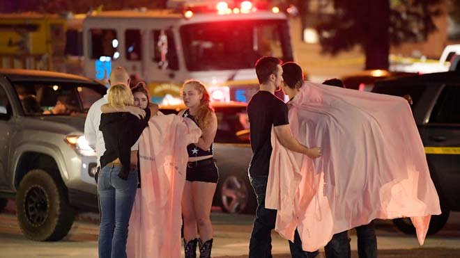 Un 'exmarine' mata 12 persones en un bar de Califòrnia ple d'universitaris