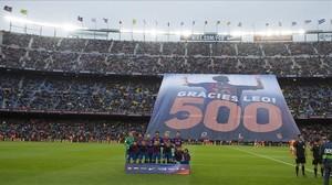 El Camp Nou rinde homenaje a Messi por sus 500 goles como azulgrana.