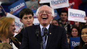 El candidato demócrata Bernie Sanders celebra su victoria en las primarias de Nuevo Hampshire, el pasado 11 de febrero.