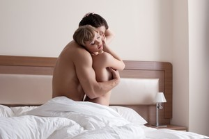"""Indignación por un artículo sobre posturas sexuales """"cuando él quiere y tú no"""""""