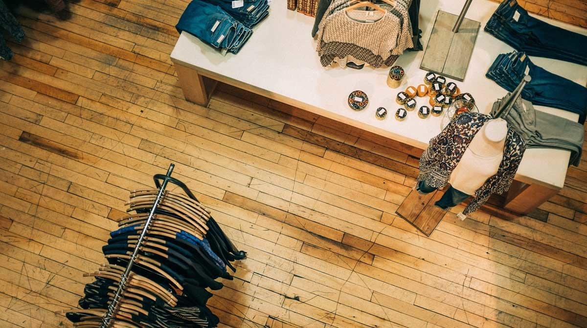 Casi dos terceras partes de los consumidores prefieren comprar en una tienda física.