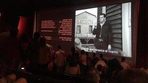 El público se queda a ver la secuencia de créditos de 'Érase una vez en... Hollywood'.
