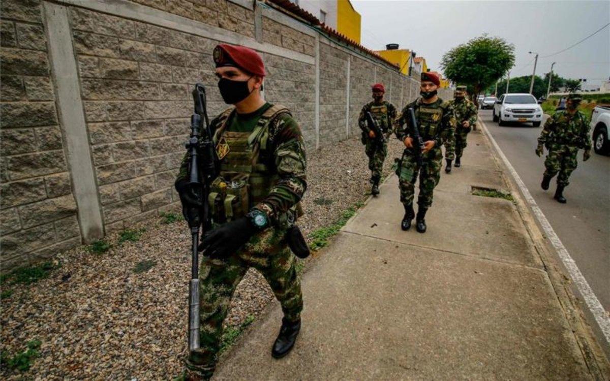 El Ejército de Colombia con mascarillas por el coronavirus.