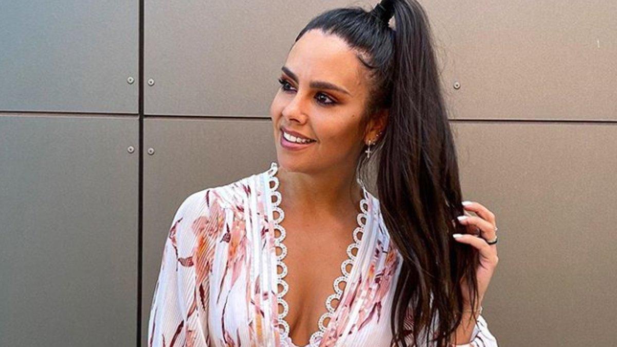 Cristina Pedroche presumeix d'abdominals amb dos posats en biquini